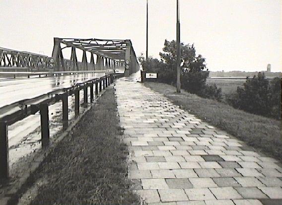 File:Zaltbommel Bommelse Brug 003.jpg