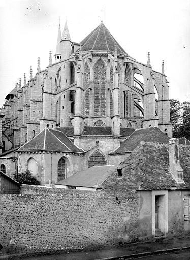 Abside de l'église Saint-Pierre de Chartres par Mieusement.