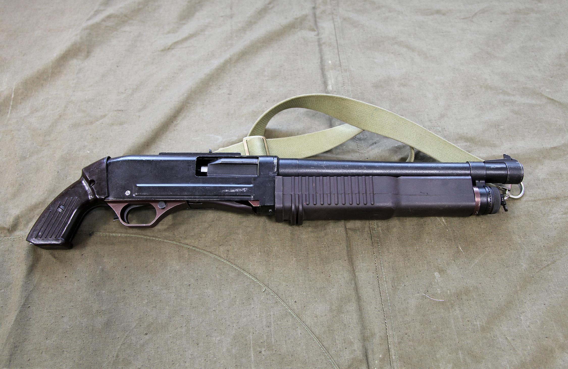 Shotgun grappling hook launcher