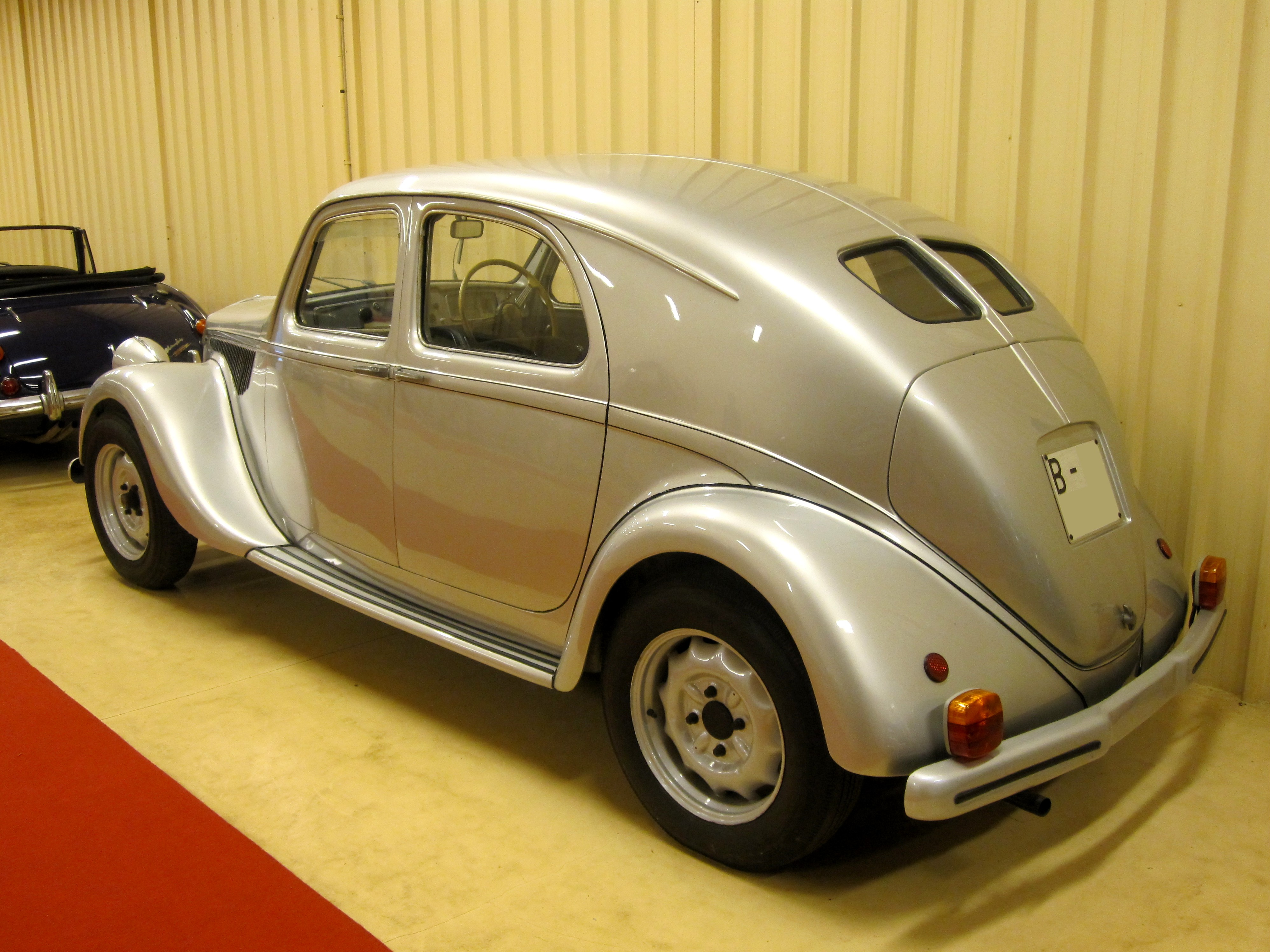 https://upload.wikimedia.org/wikipedia/commons/2/21/1939_Lancia_Aprilia_%284773642255%29.jpg
