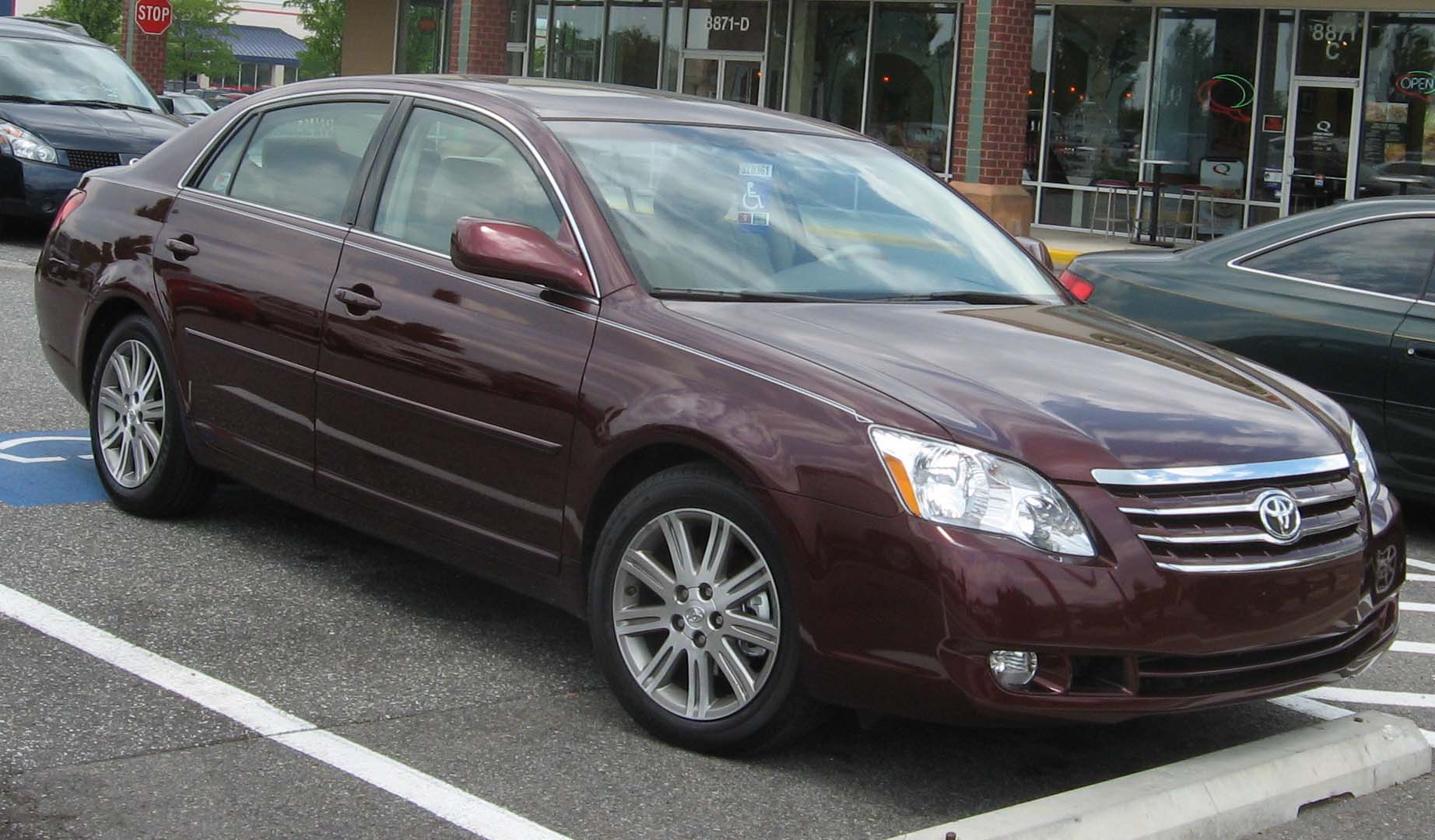 File:2005-2007 Toyota Avalon.jpg - Wikimedia Commons