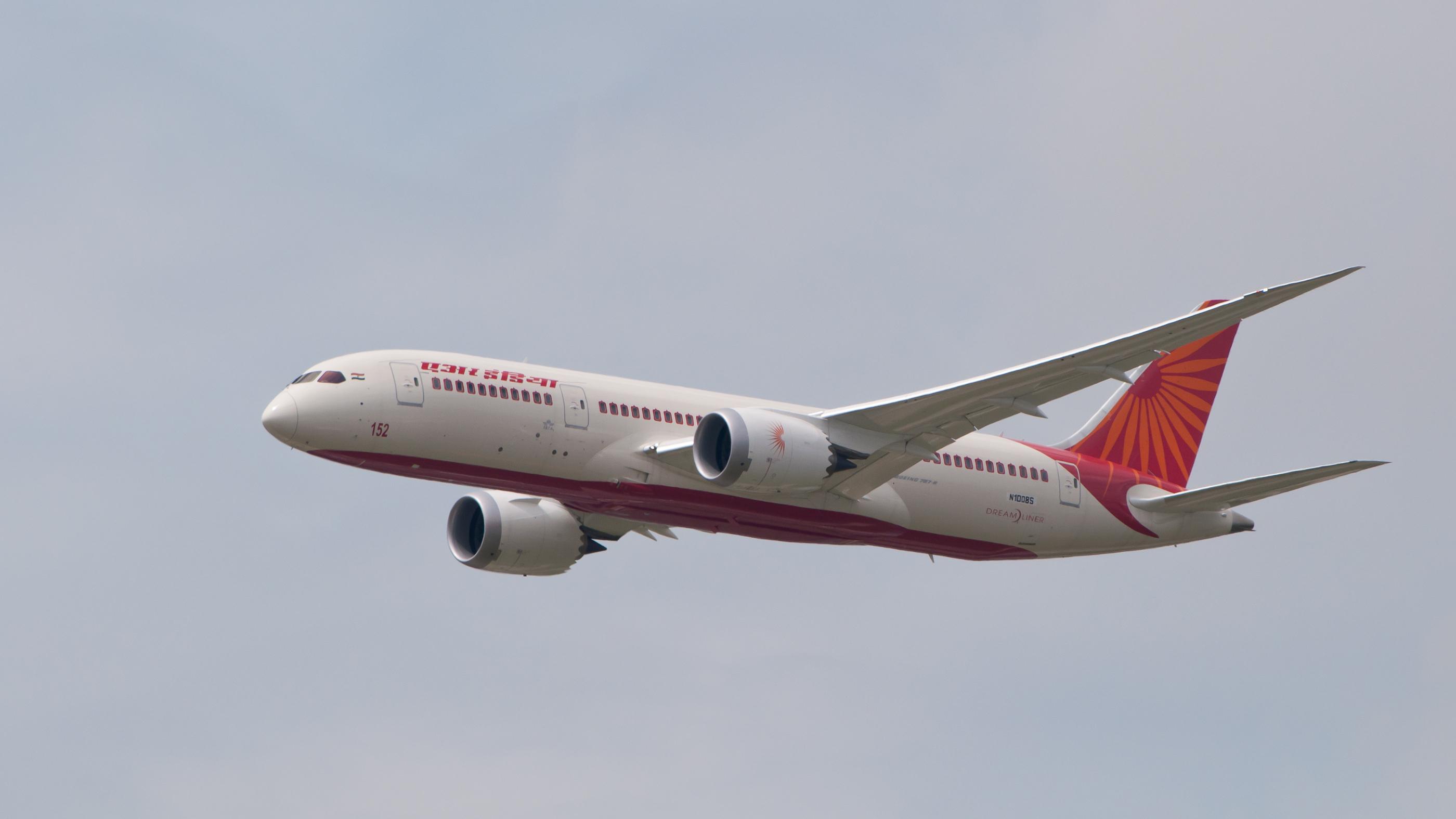 File:Air India Boeing 787 Dreamliner N1008S PAS 2013 03.jpg