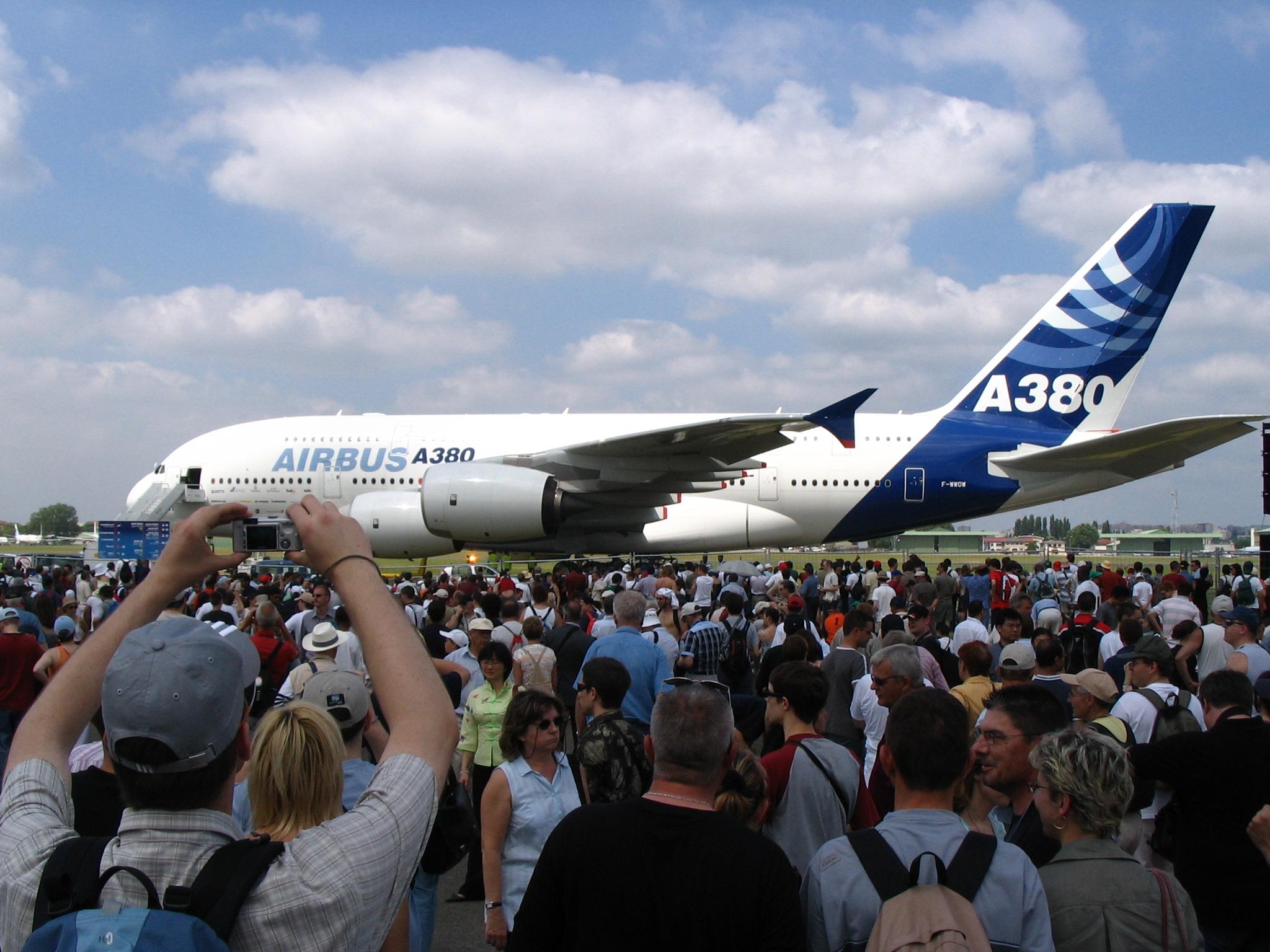 File airbus a380 f wwow paris air show salon du bourget for Salon au bourget