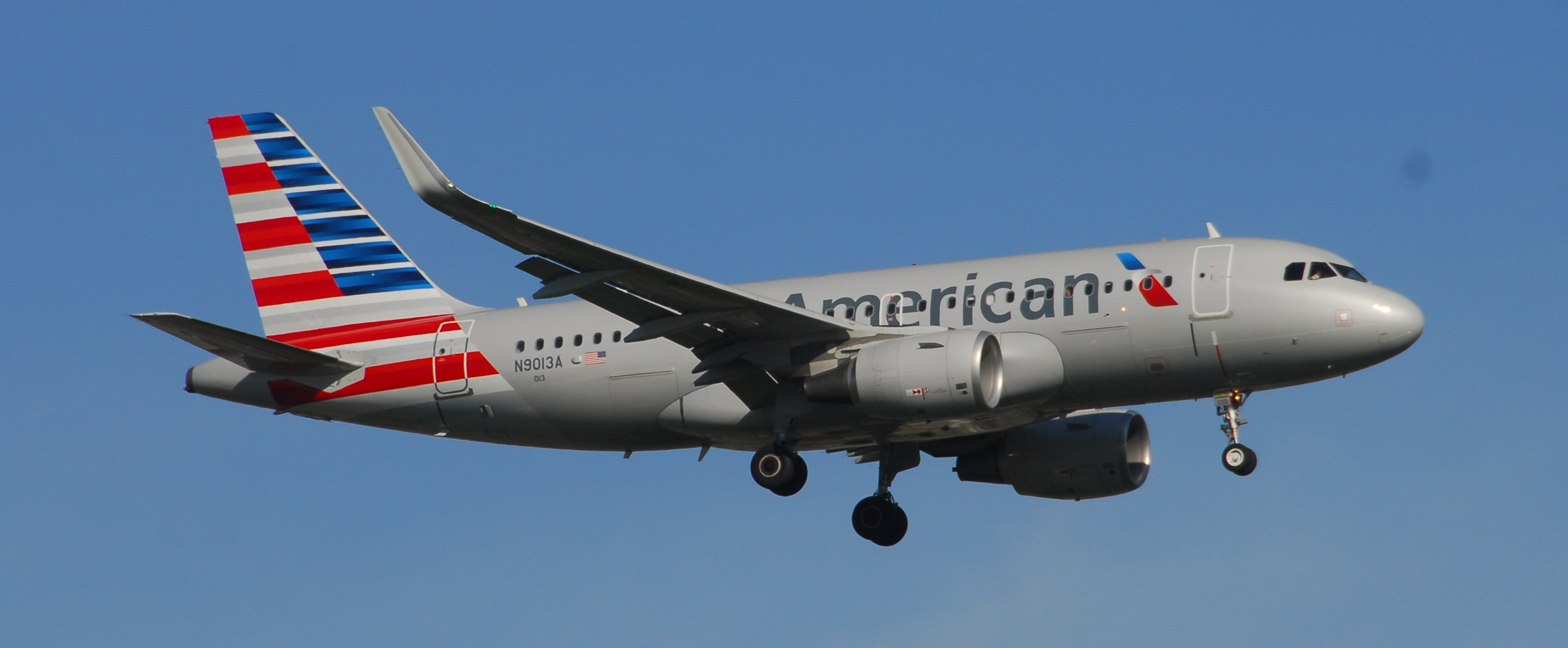 File American Airlines Airbus A319 112 N9013a 013