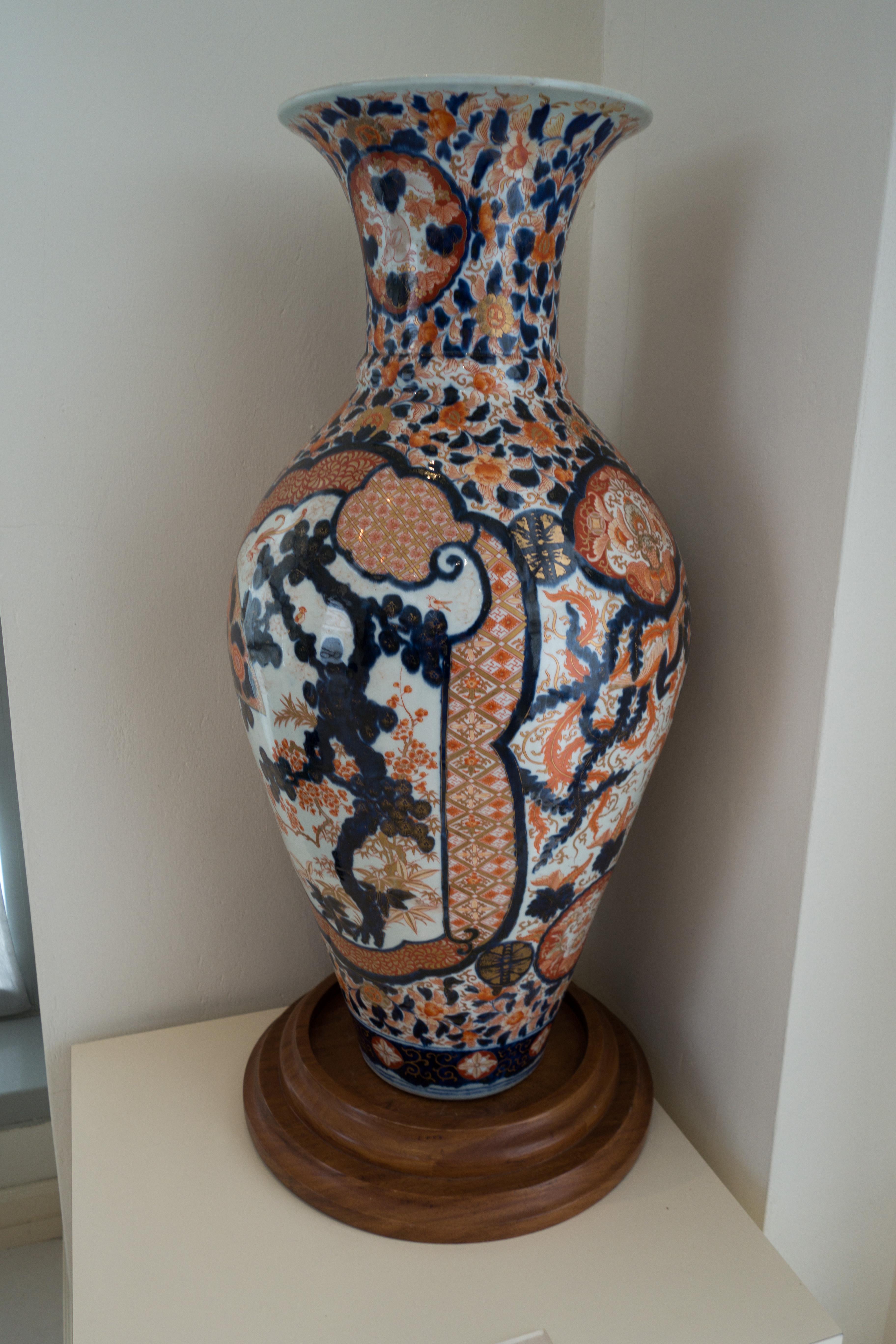 Fileantique japanese vase 25074477980g wikimedia commons fileantique japanese vase 25074477980g reviewsmspy