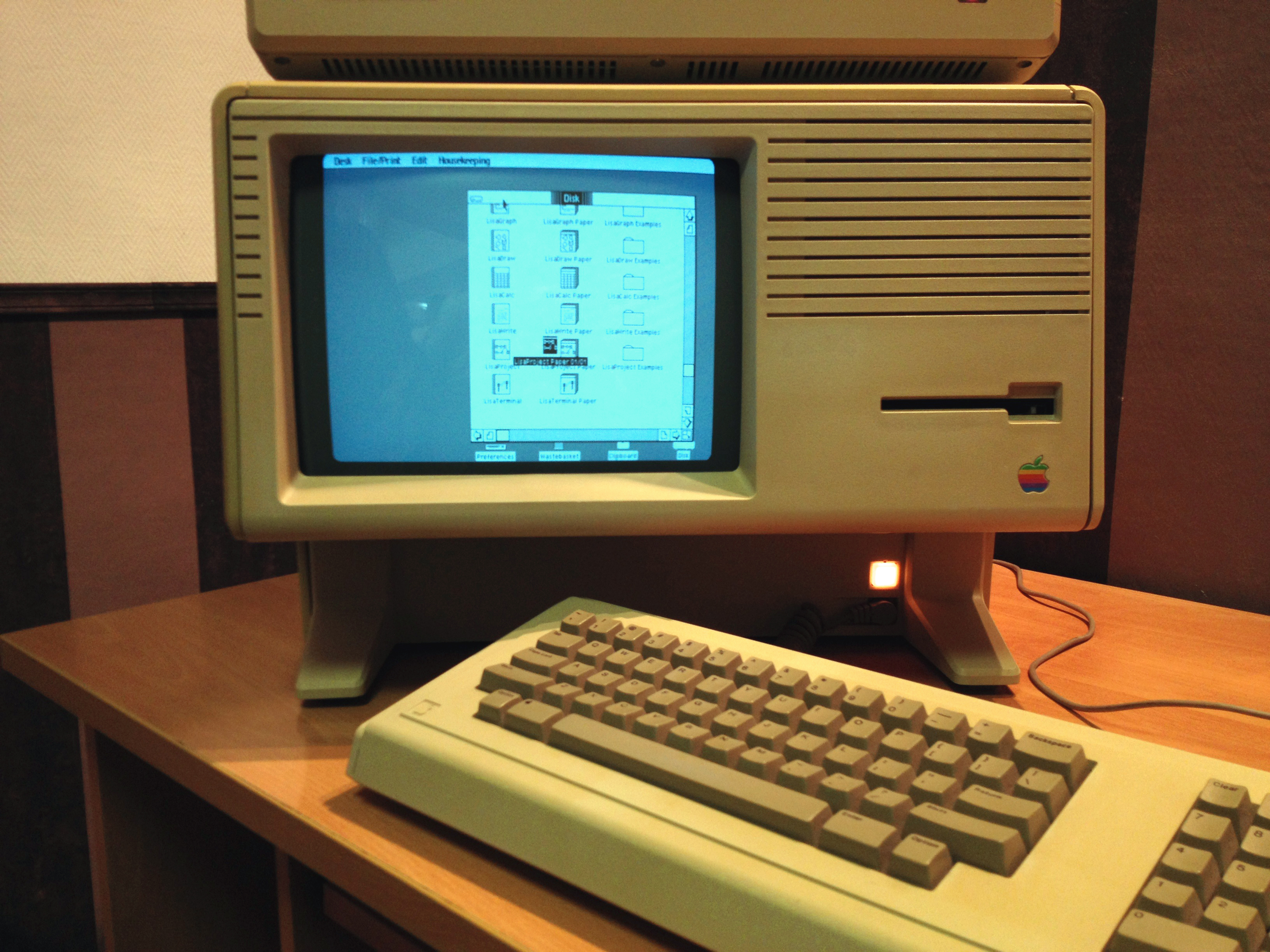 File apple lisa little apple museum 8032162544 jpg for Computadora wikipedia