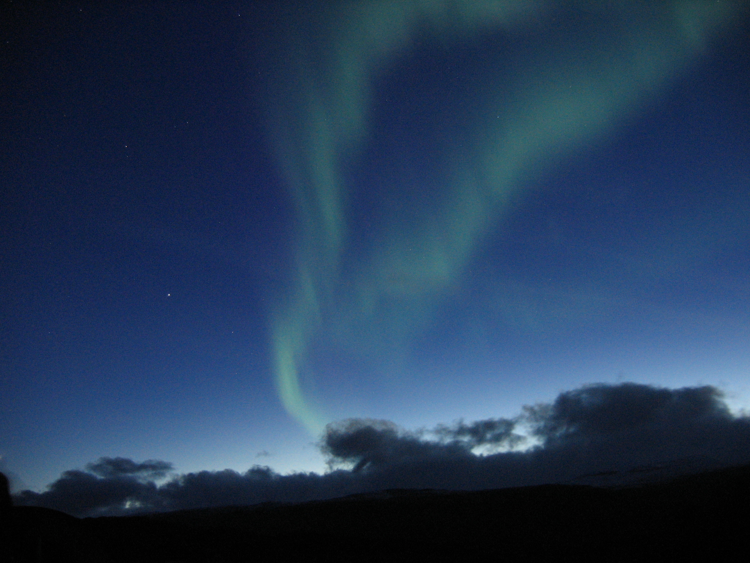 http://upload.wikimedia.org/wikipedia/commons/2/21/Aurora_near_Abisko%2C_Sweden%2C_3.jpg