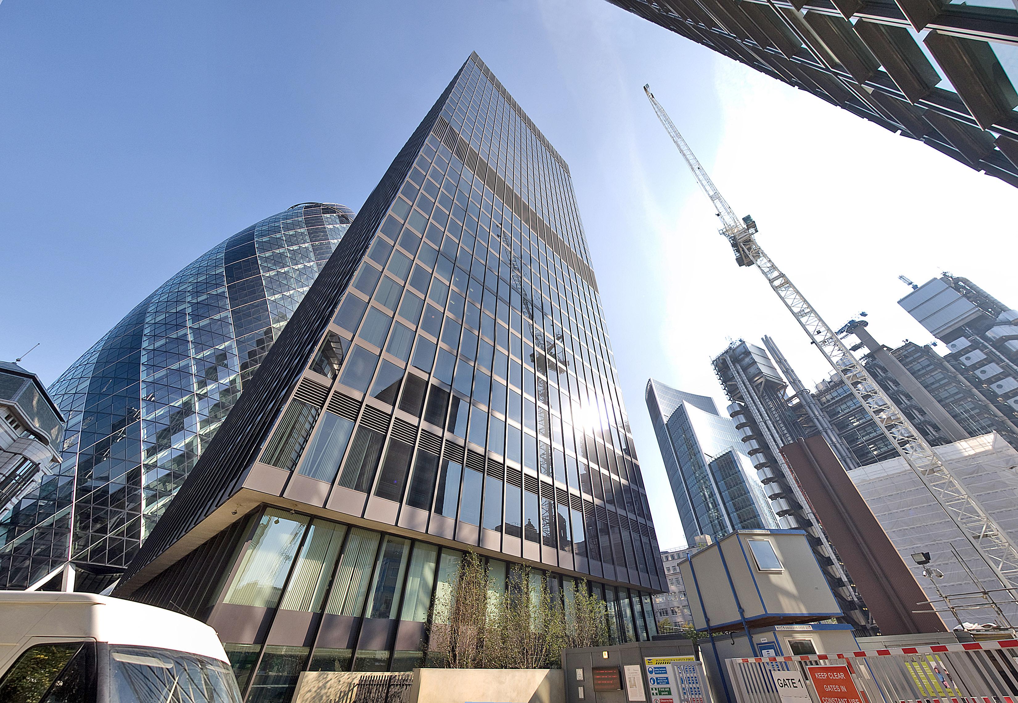 Здание лондон в тюмени