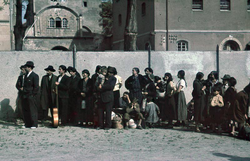 Bundesarchiv R 165 Bild-244-48, Asperg, Deportation von Sinti und Roma.jpg
