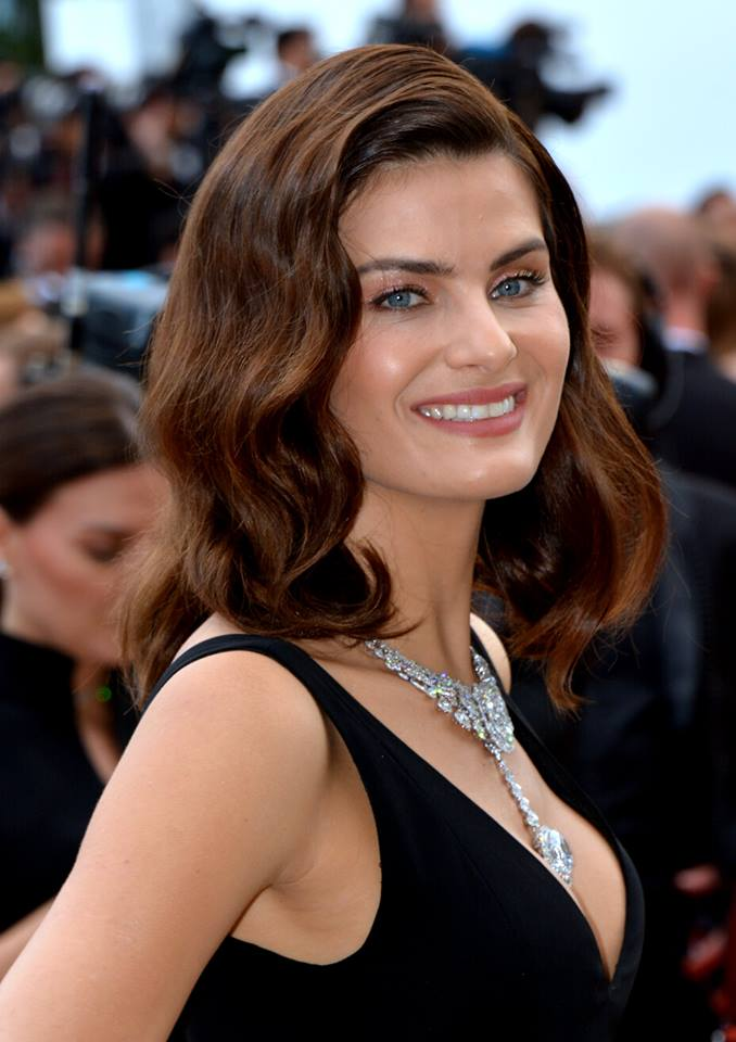 The 37-year old daughter of father Antônio Carlos Fontana and mother Maribel Bergossi Isabeli Fontana in 2020 photo. Isabeli Fontana earned a million dollar salary - leaving the net worth at 8 million in 2020