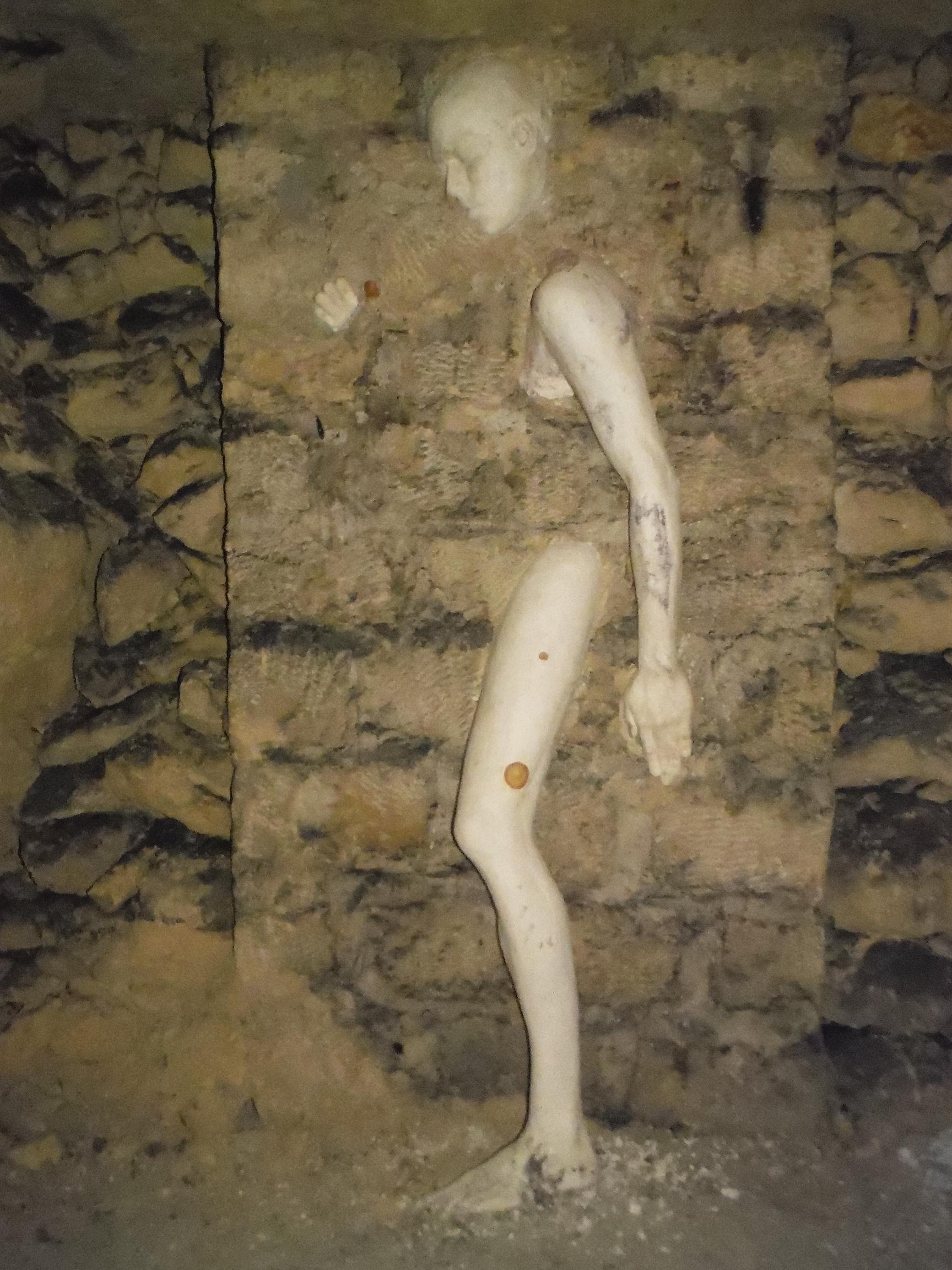 Dans les catacombes de paris - 2 4