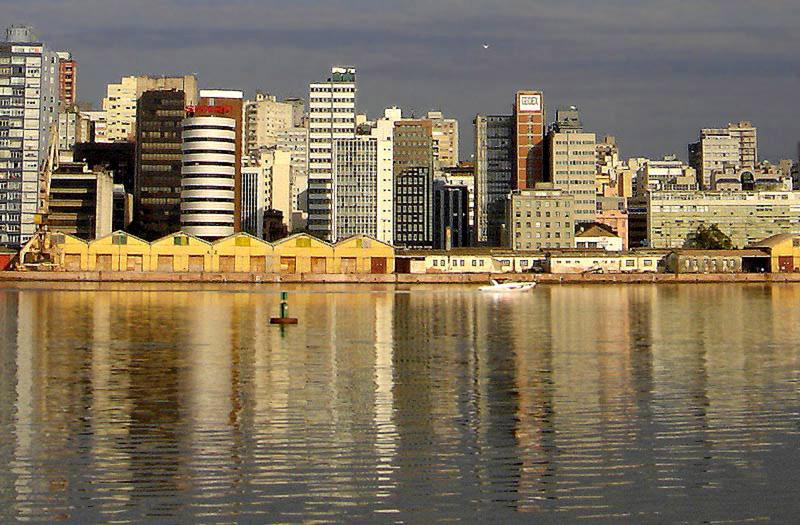 File:Centro de Porto Alegre visto do Guaíba.jpg