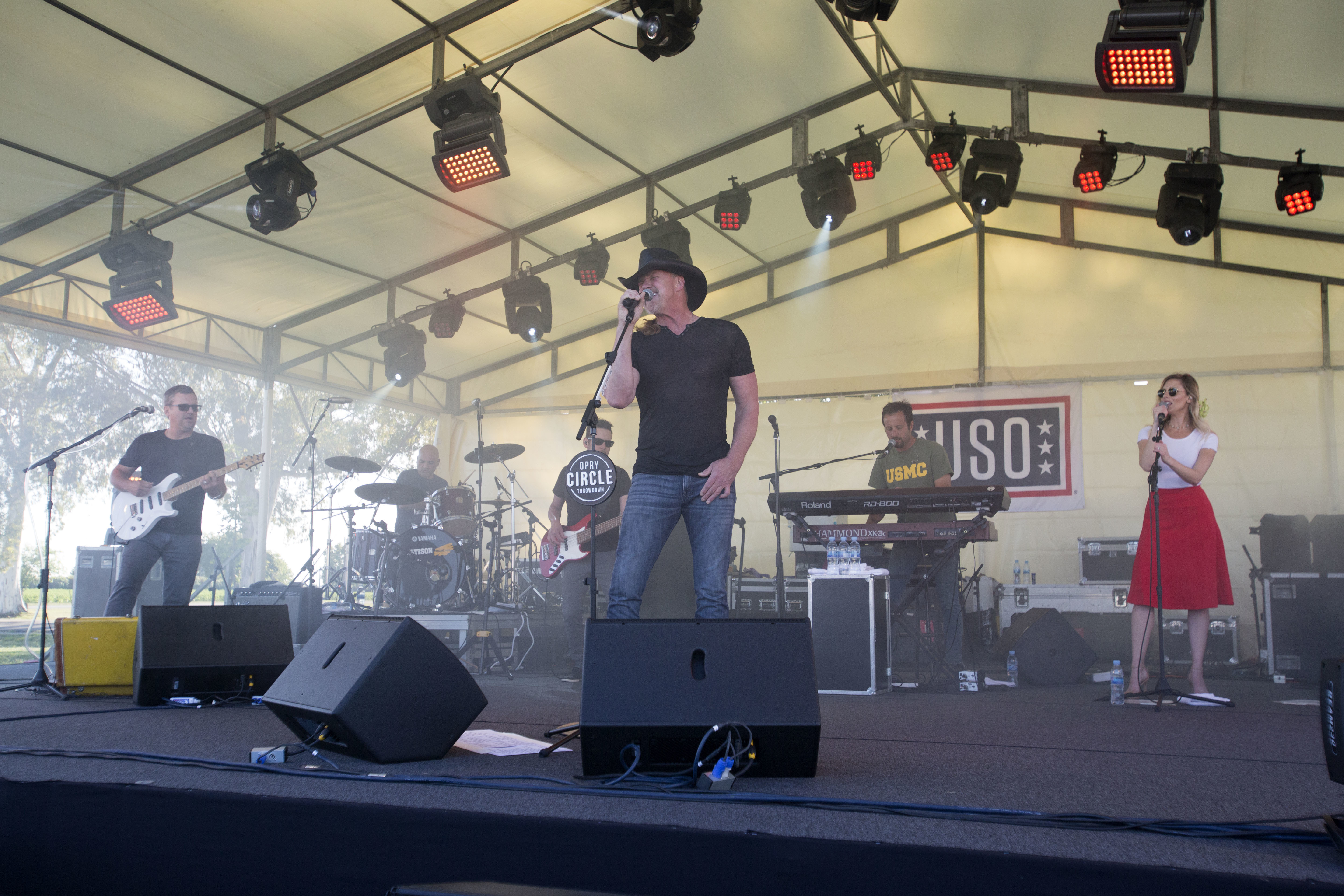 File:Country Music Star Visits Marines in Spain 170515-M