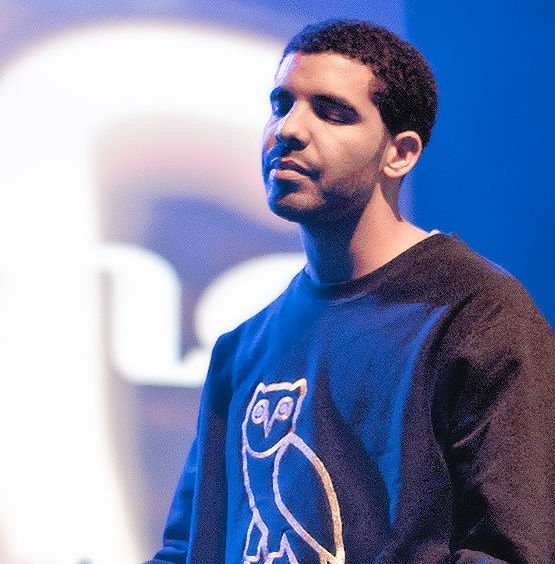 Drake in concert wearing Hotline Bling sweater 2011