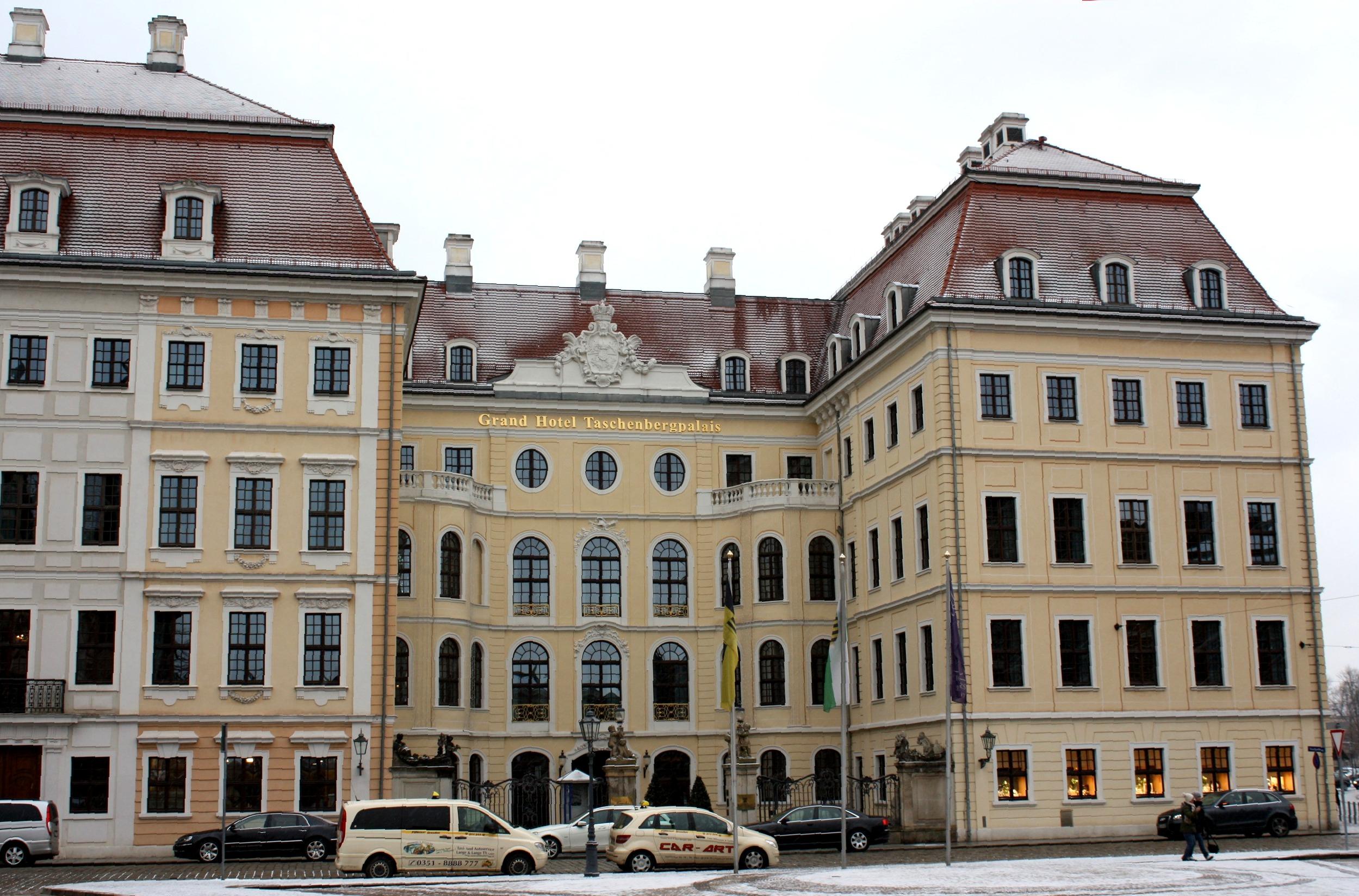 file dresden das taschenbergpalais bild wikimedia commons. Black Bedroom Furniture Sets. Home Design Ideas