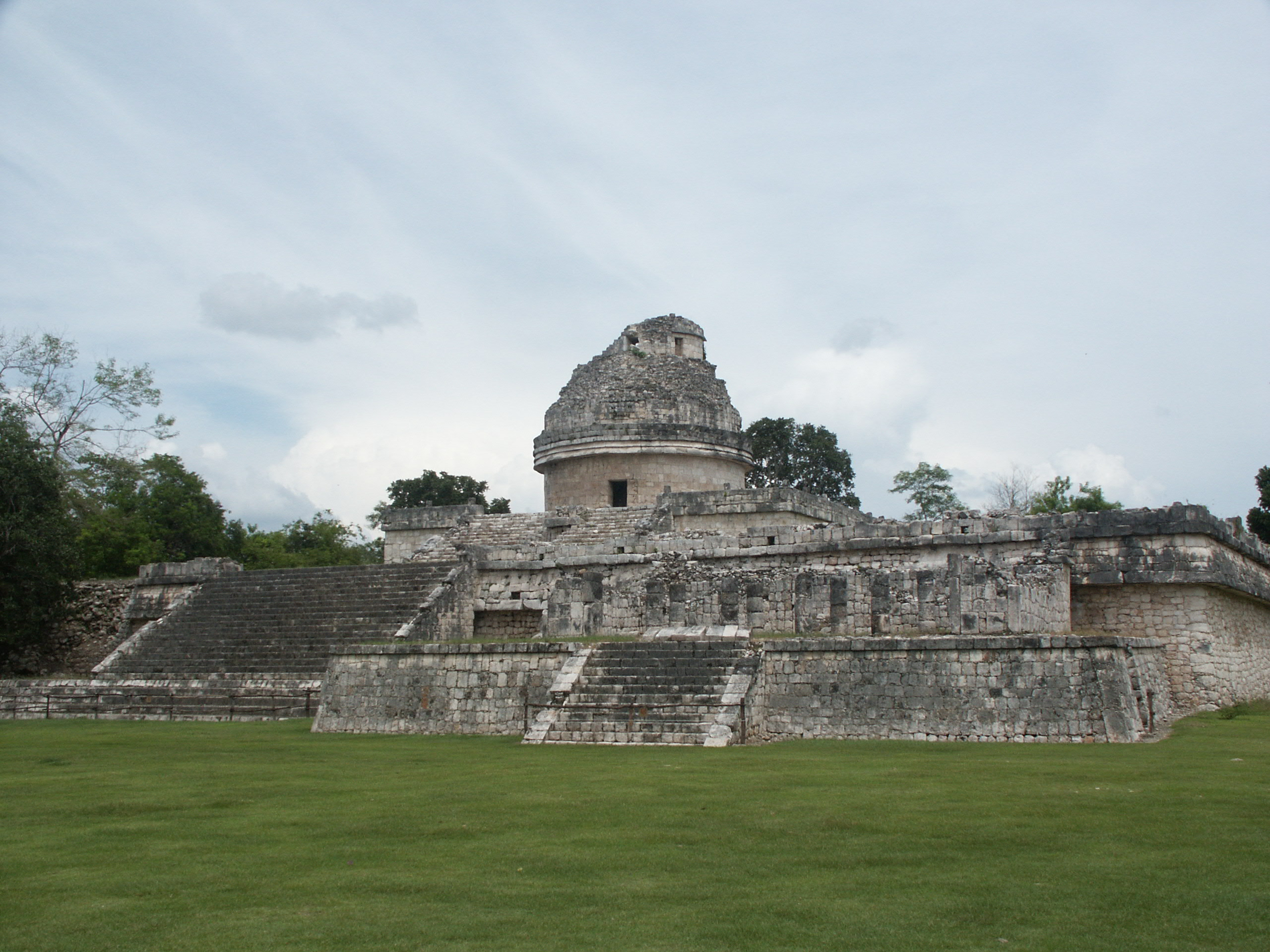 Description EL CARACOL in Chichen Itza.JPG