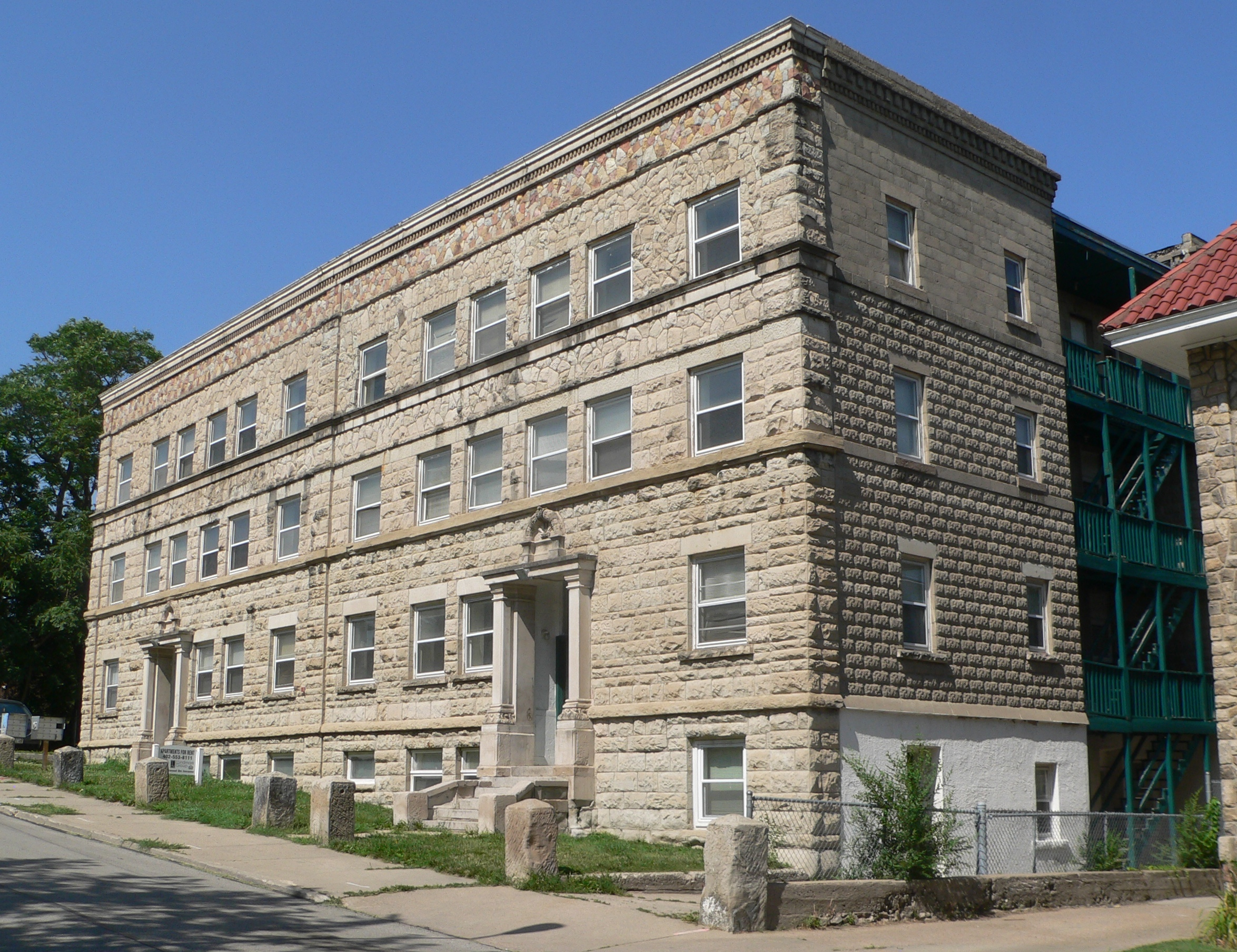 File:Florentine Apartments (Omaha) From SW 1.JPG