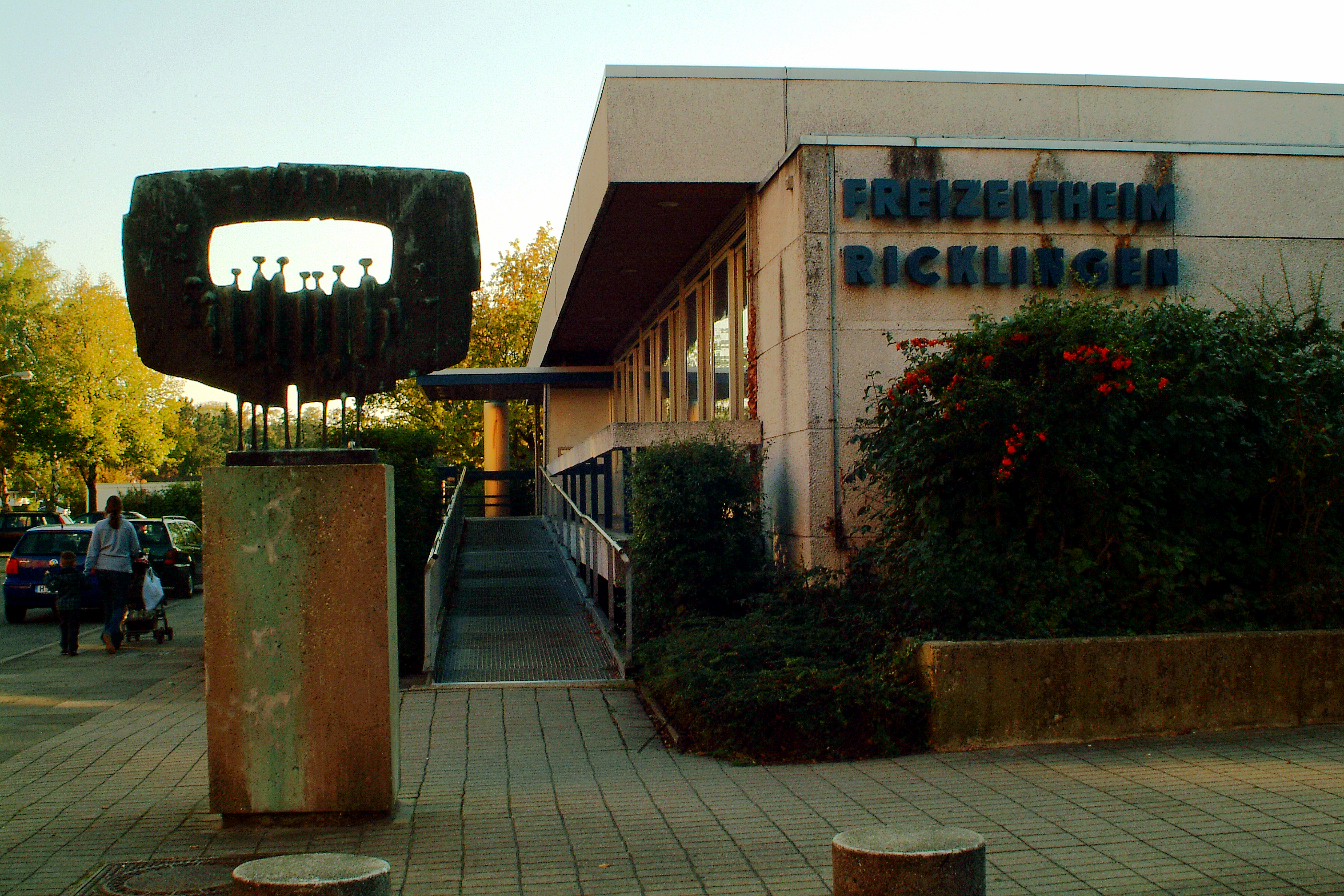 Datei:Freizeitheim Ricklingen Hannover Fritz Koenig Große gerahmte ...