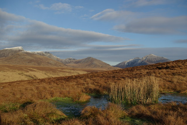 De la colline d'An Tunna avec la vue vers les sommets de Beinn Nuis et Goat Fell sur l'Isle of Arran en Ecosse. Photo de Leslie Barrie.