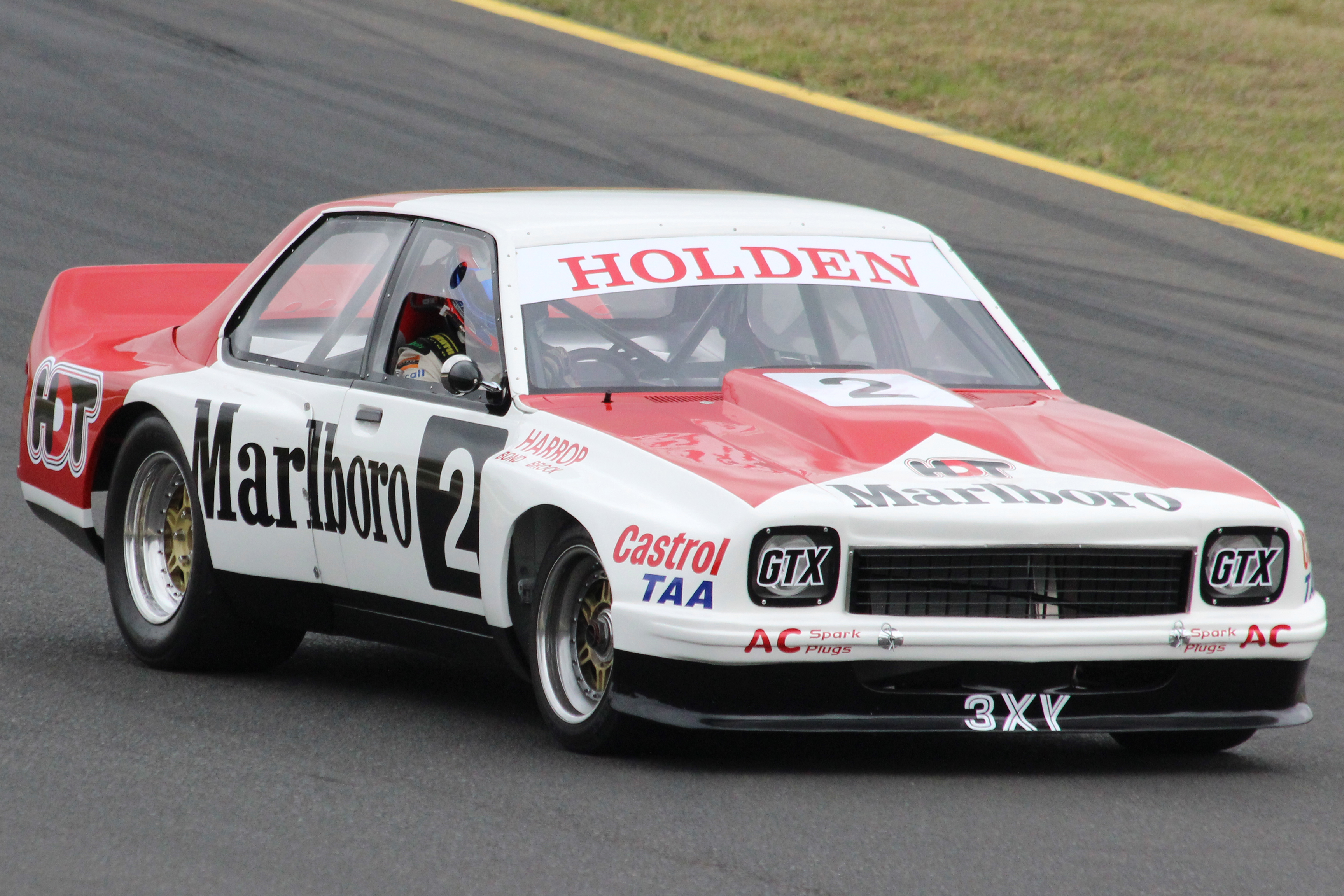 File Hdt Torana Sports Sedan Jpg Wikimedia Commons