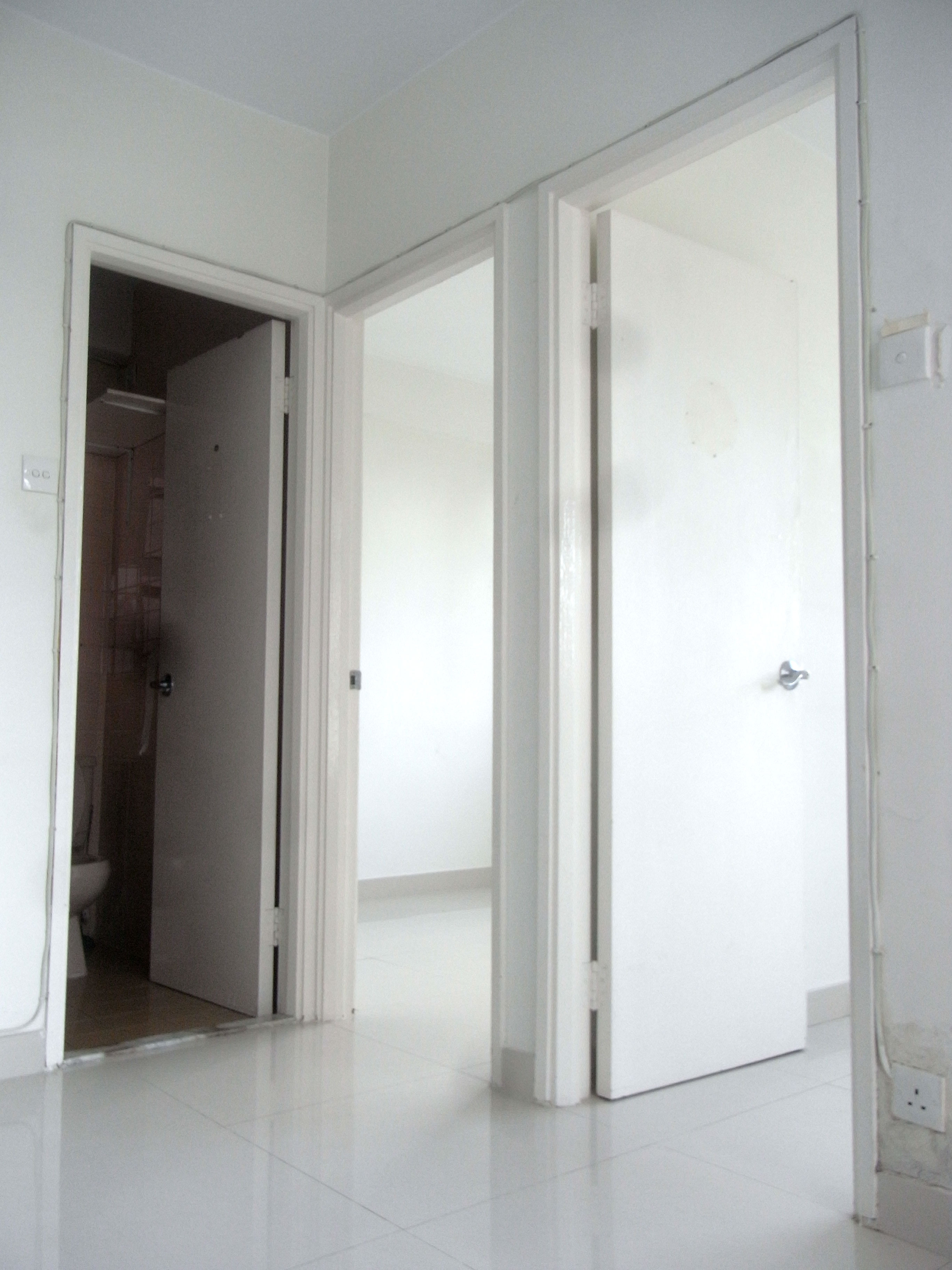 Images of bedroom doors good decorating ideas for Flat interior images