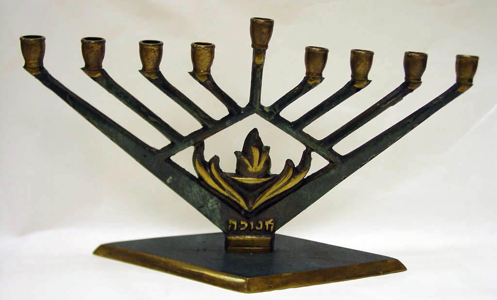 Hanukkah_lamp_%288222635796%29.jpg
