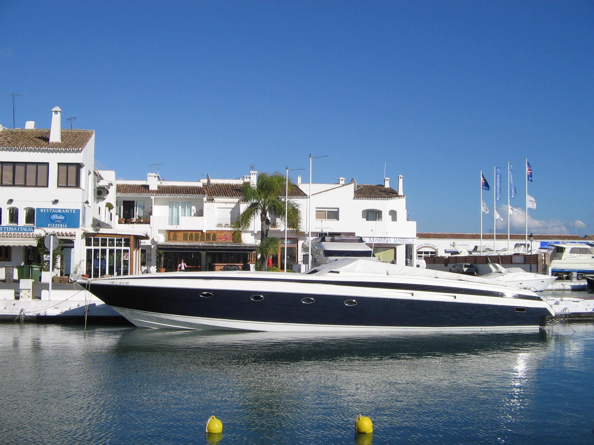 Datei Harbor In Puerto Banus Costa Del Sol Spain Dec