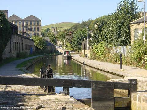 Huddersfield Canal at Slaithwaite - geograph.org.uk - 2191