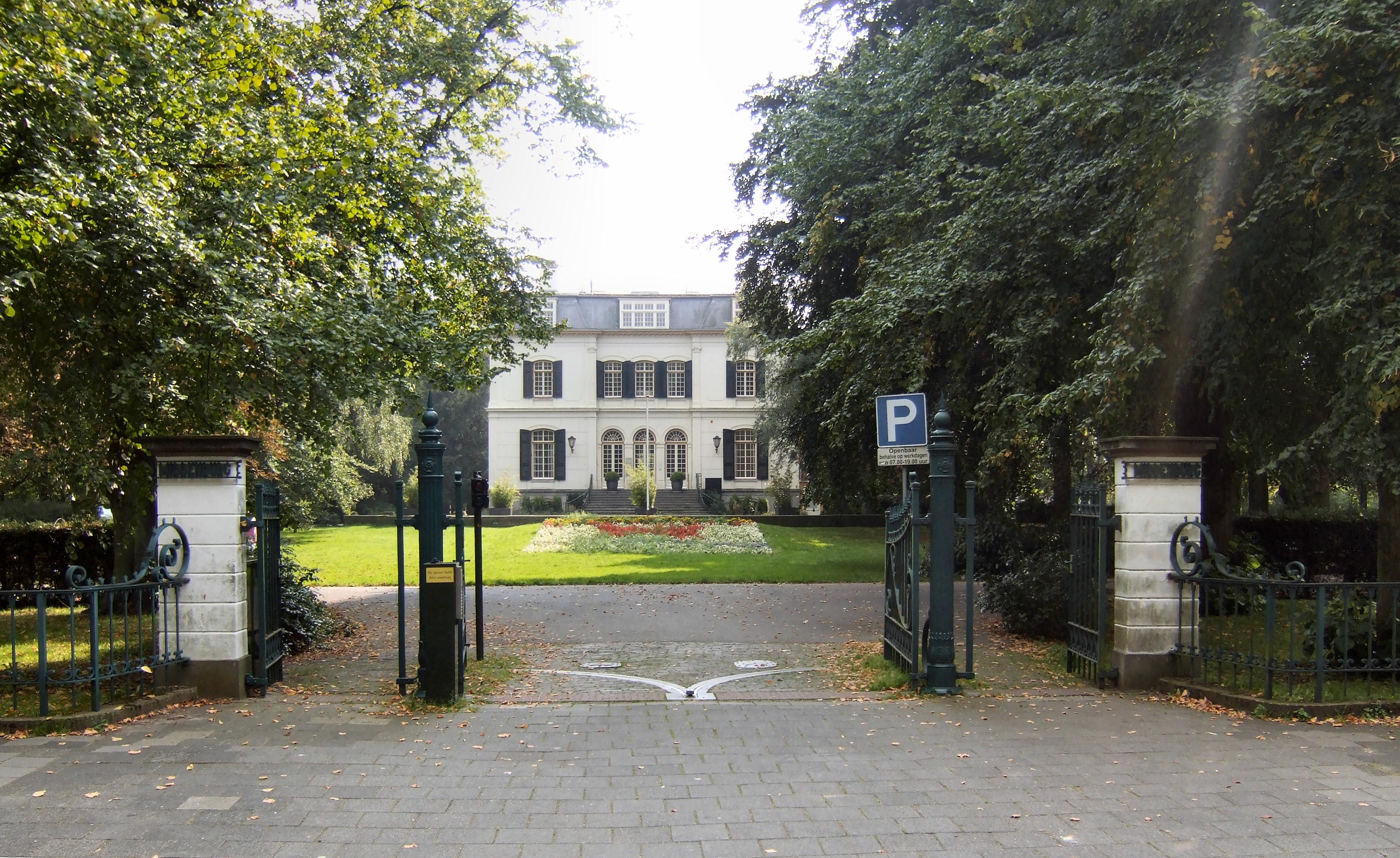 Populair Middenburg, landhuis met souterrain, bel-etage en verdieping in WW01