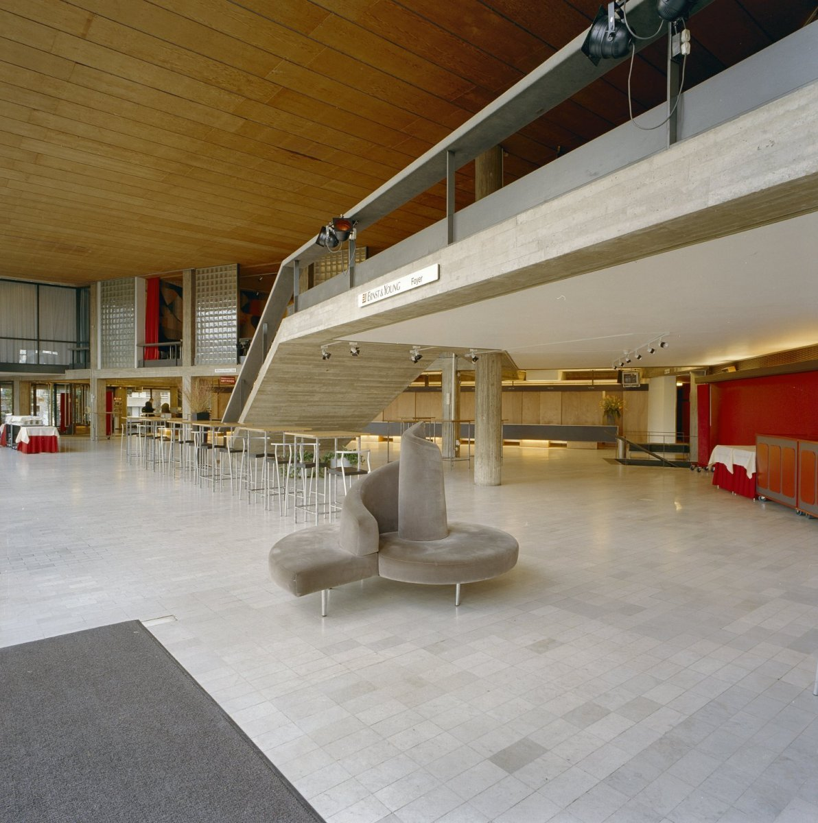 File interieur foyer apeldoorn 20328640 for Foyer interieur