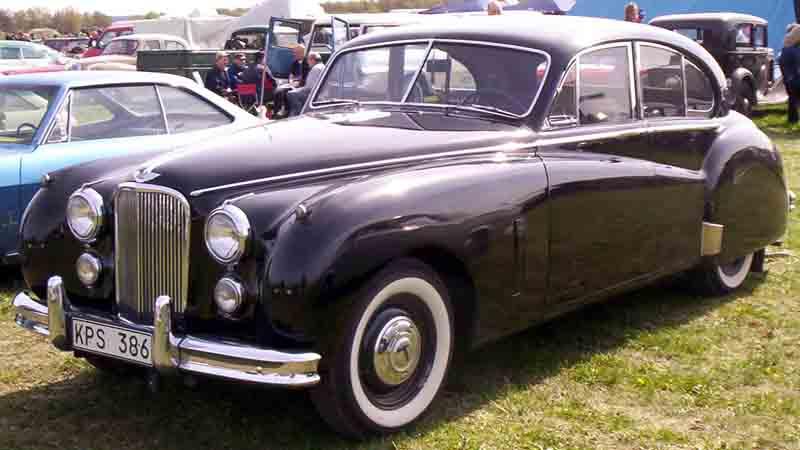 http://upload.wikimedia.org/wikipedia/commons/2/21/Jaguar_Mark_VII_Saloon_1954.jpg