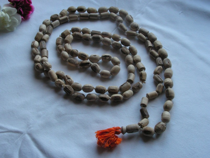 File:Japa mala (prayer beads) of Tulasi wood with 108 beads - 20040101-02.jpg