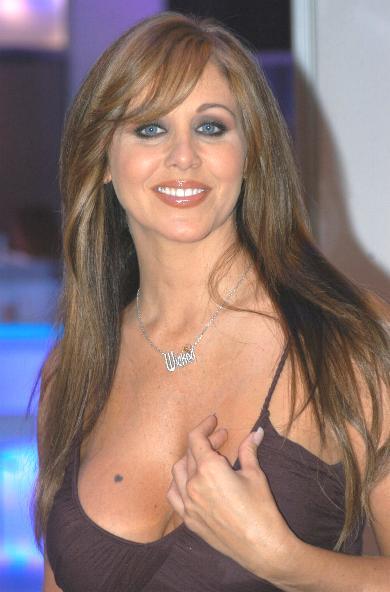 http://upload.wikimedia.org/wikipedia/commons/2/21/Julia_Ann%2C_AEE_2007_1.JPG