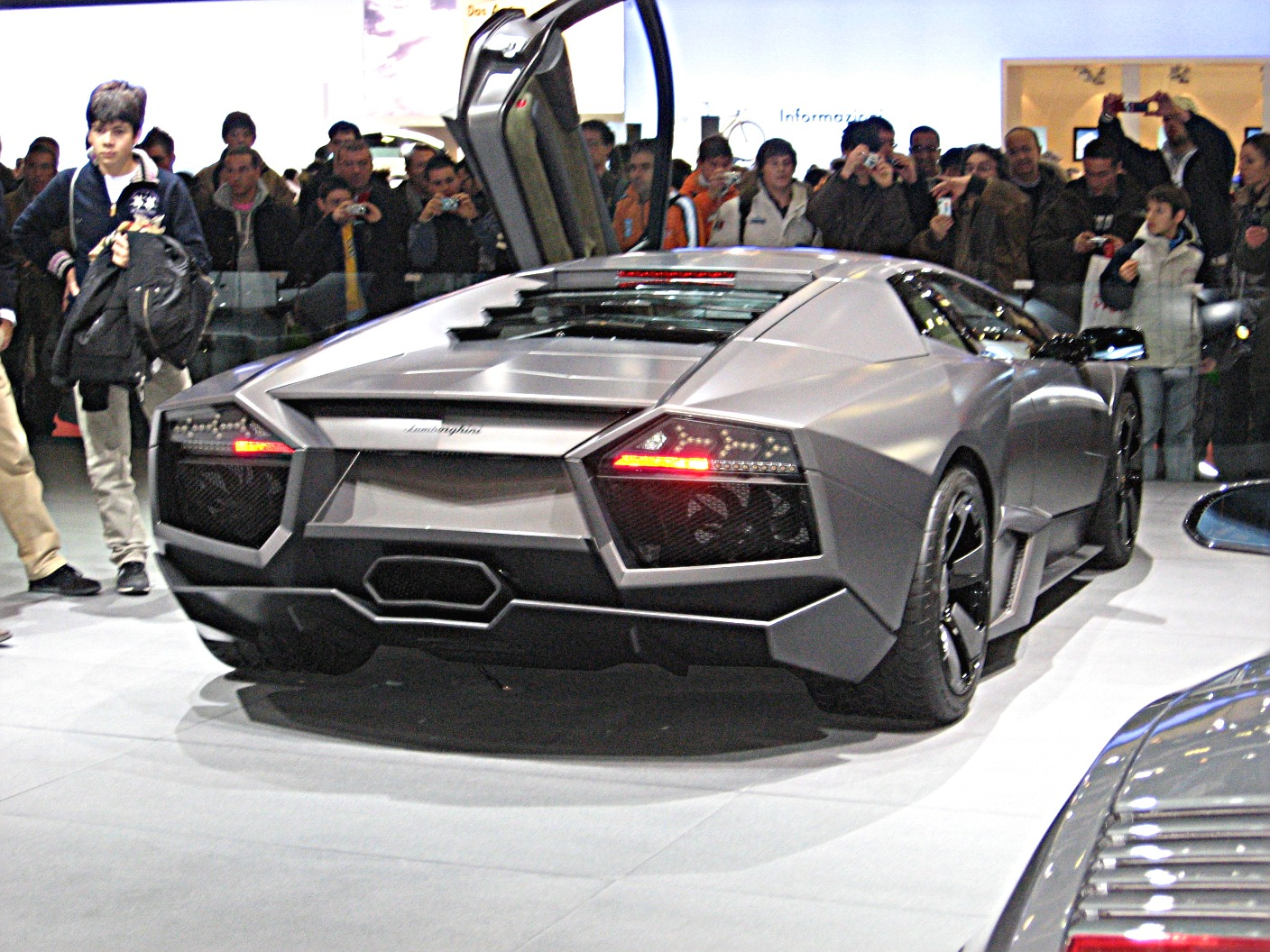 File Lamborghini Reventon Rear View Jpg Wikimedia Commons