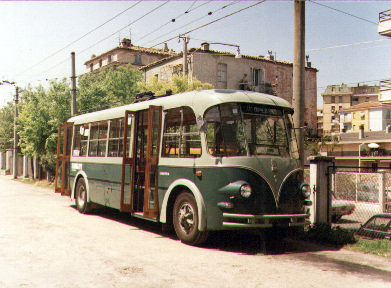 File mkch filobus fiat 668 oms wikimedia commons for Garage fiat englos horaires