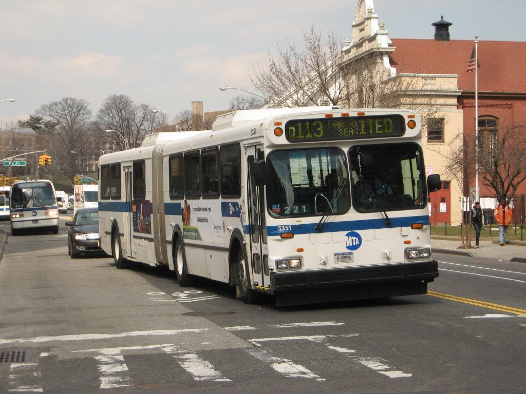 "Amazon.com: Daron MTA 11"" Bus: Toys & Games"