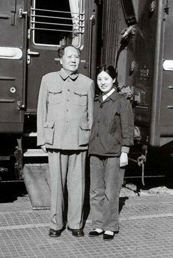 Mao Zedong and Zhang Yufeng in 1964.jpg