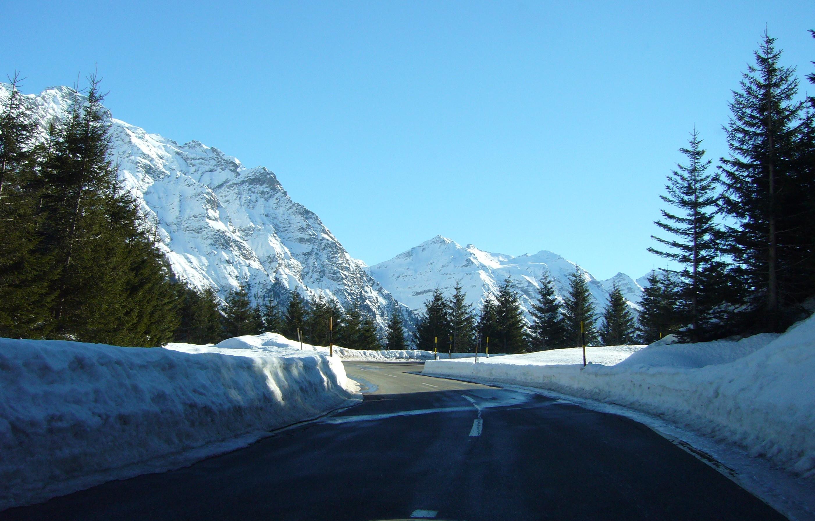 File:Mesocco, Switzerland - panoramio - marco mini.jpg - Wikimedia ...