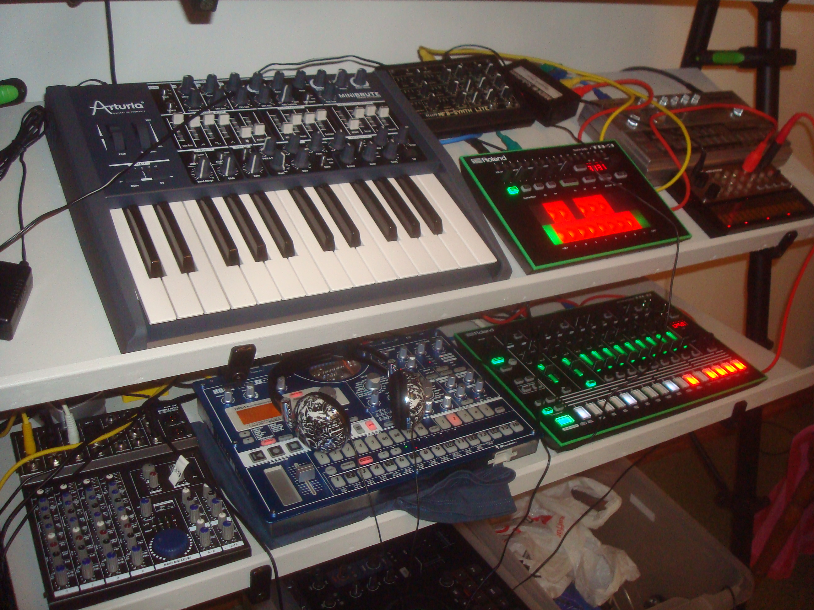 File:Minibrute & friends - MFB-Synth Lite, Roland AIRA TB-3 Touch Bass ...