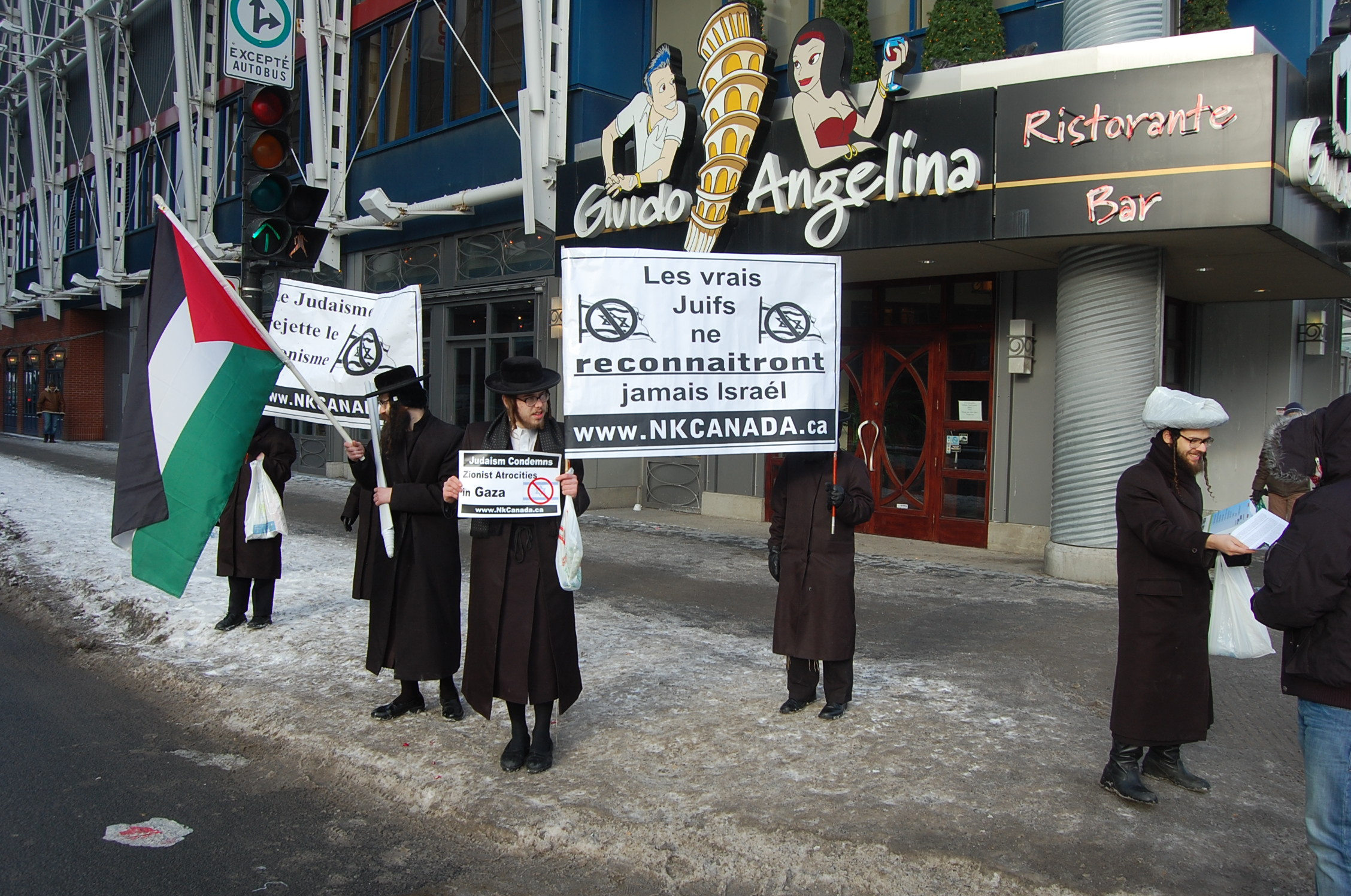 montreal karta File:Neturei Karta hand out anti Israel fliers in Montreal at the  montreal karta