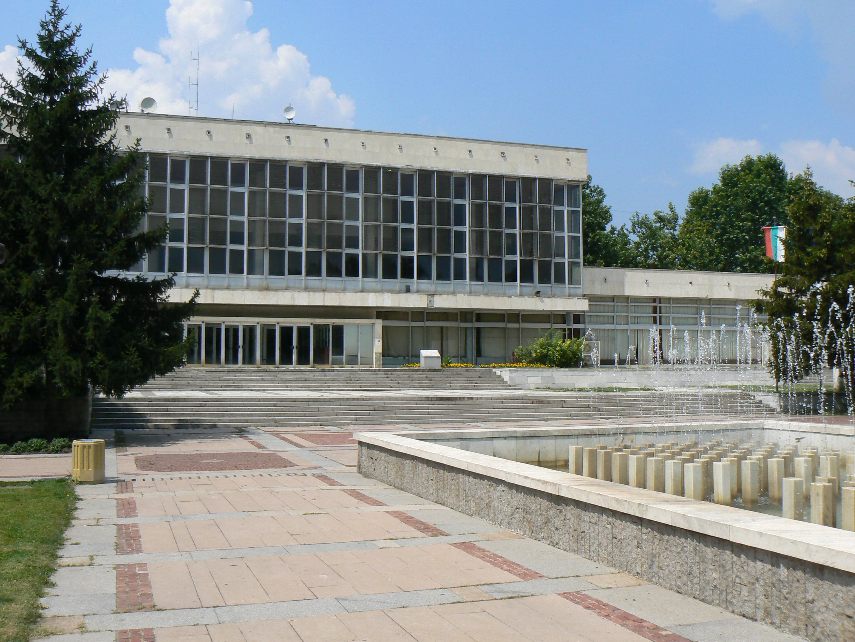 File:Nova-Zagora-library-DPSivkov.jpg - Wikimedia Commons