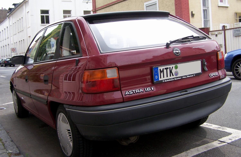 Opel_Astra_F_Hatch_HL.jpg
