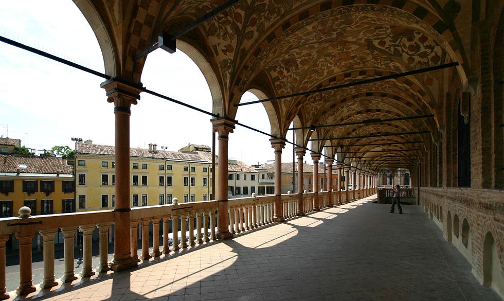 Palazzo della Ragione Padua Arkaden.jpg