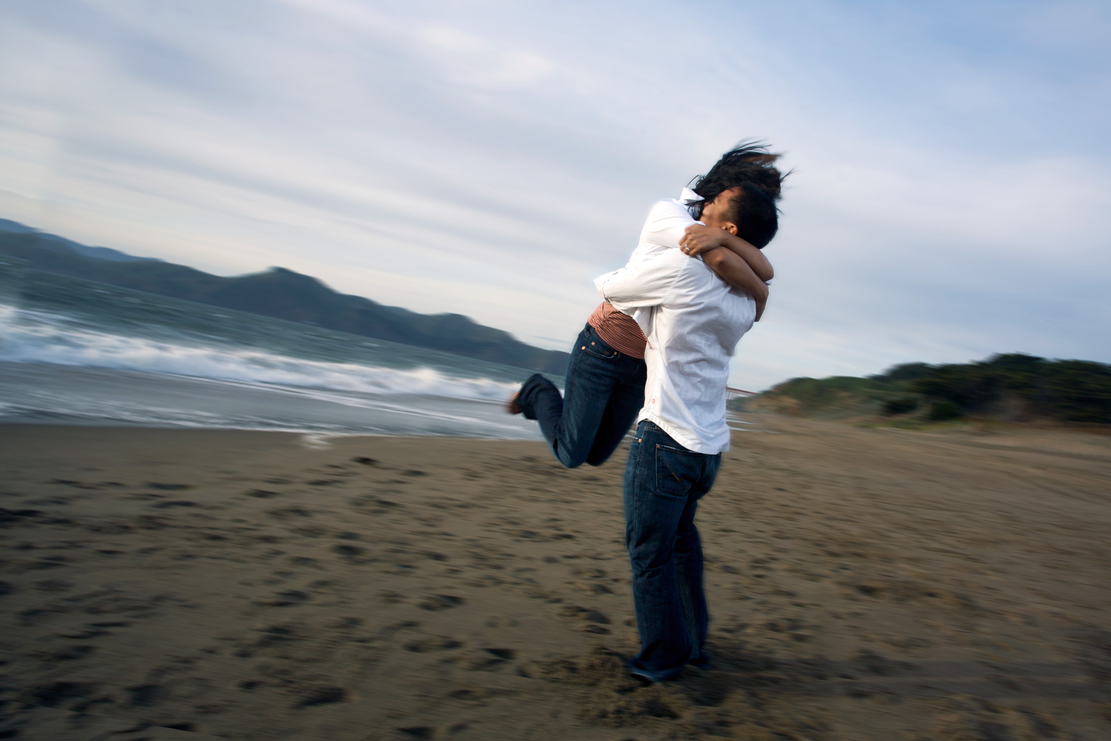 hugging someone beach hug wikimedia commons happier ten tips file oxytocin seconds trust releases pixels which holding forgive past seekyt