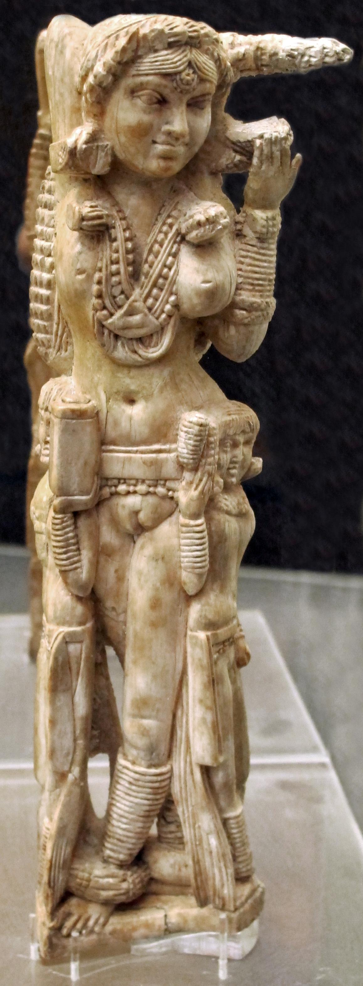 Любопытное об Индии - Страница 4 Pompei_Lakshmi_statuette
