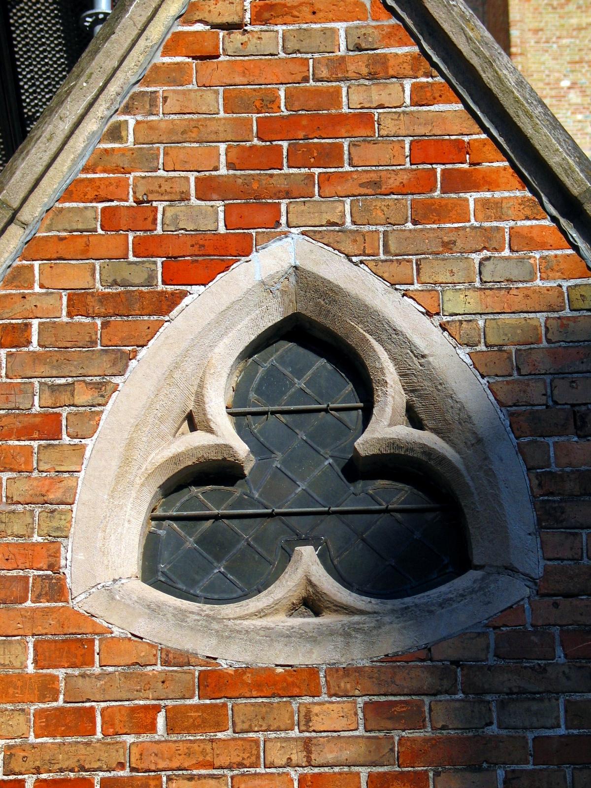 Reuleaux triangle shaped window of Sint-Salvatorskathedraal, Bruges.jpg