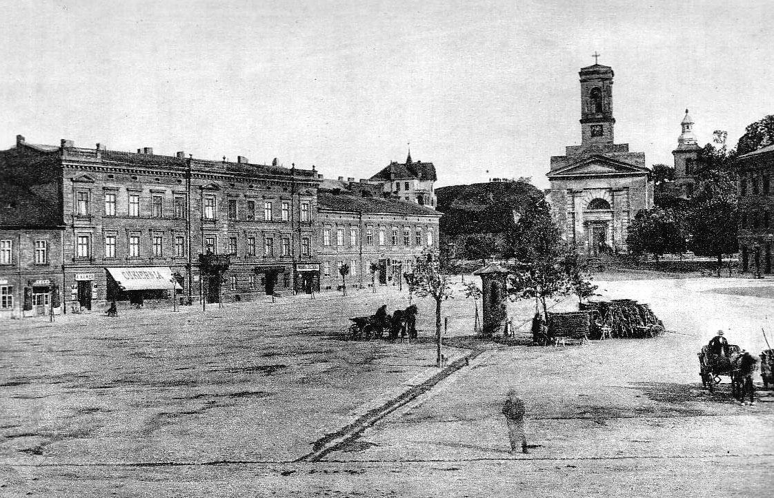 Widok na stary kościół św. Józefa na rynku Podgórskim
