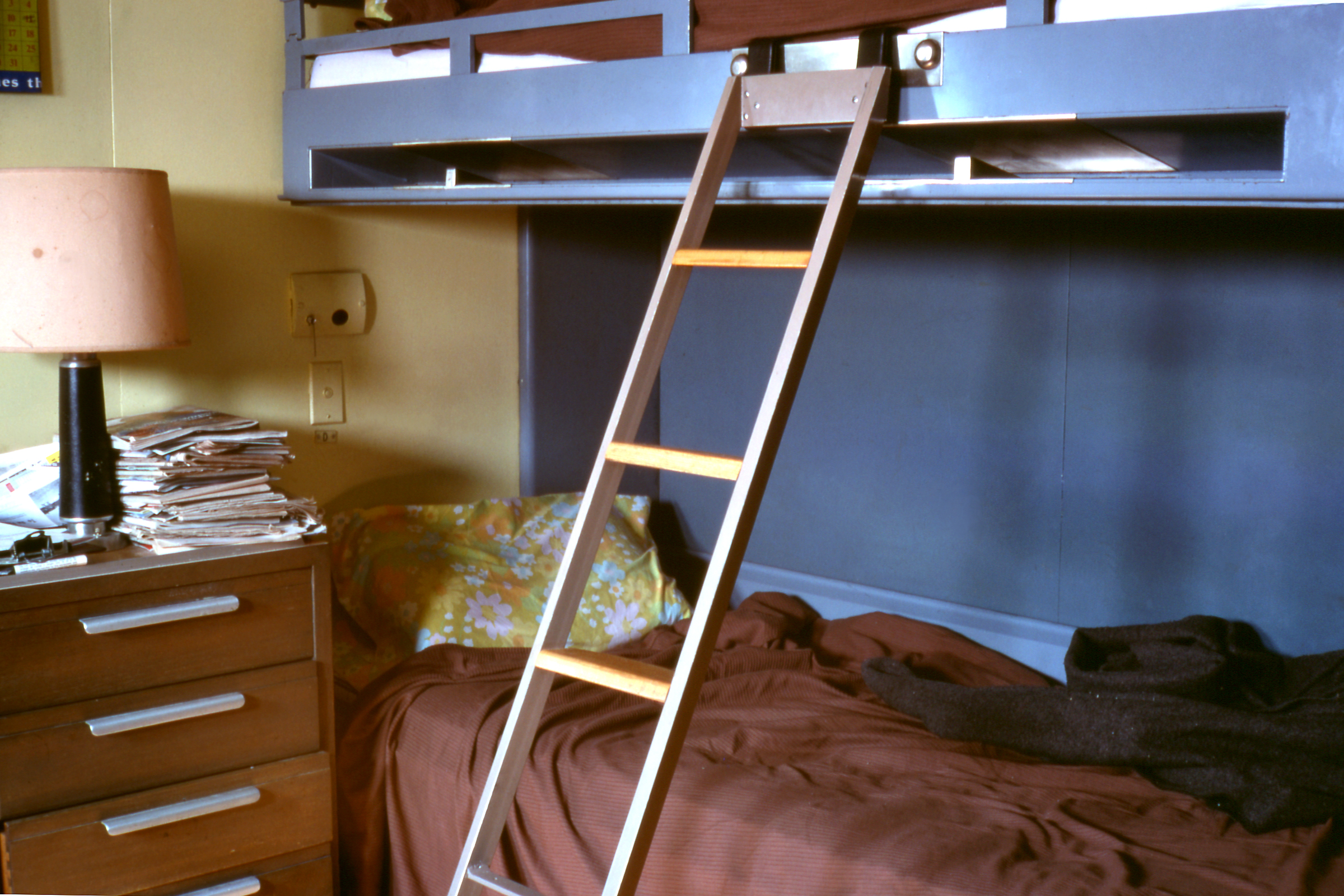 Bunk Beds With Rails On Top And Bottom