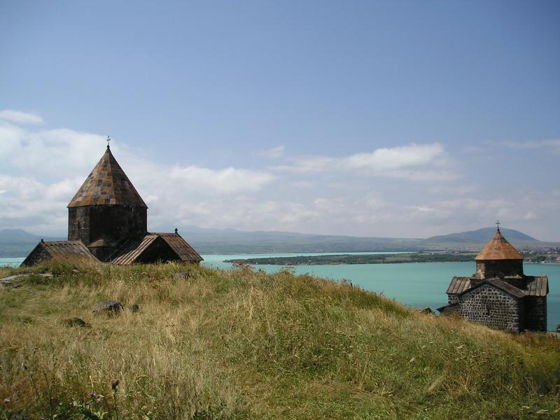 پرونده:Sevanavank-both.jpg