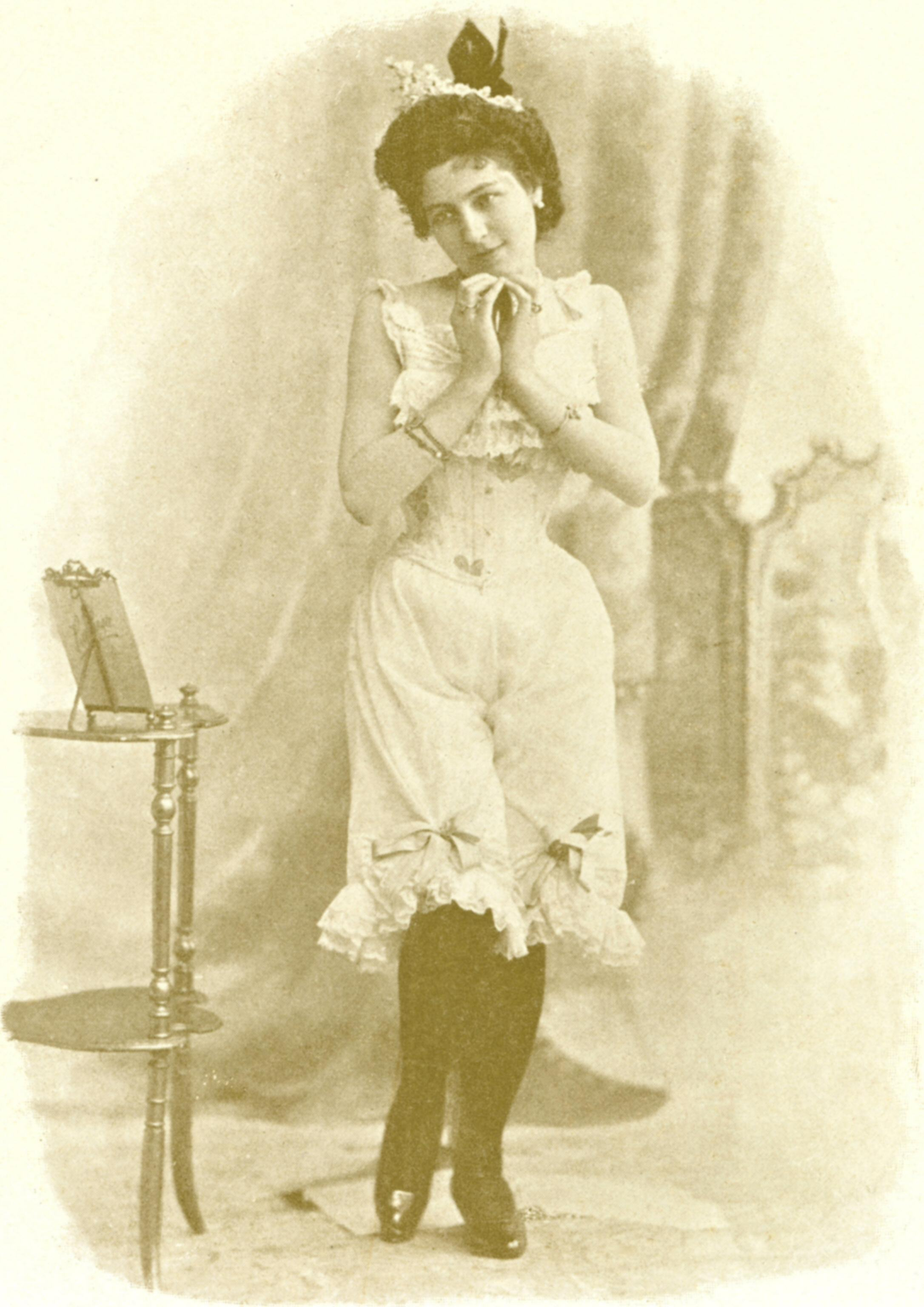http://upload.wikimedia.org/wikipedia/commons/2/21/She_miss_you4.jpg